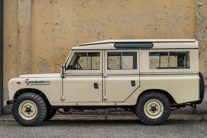 land-rover-109-sw-series-3--1.jpg
