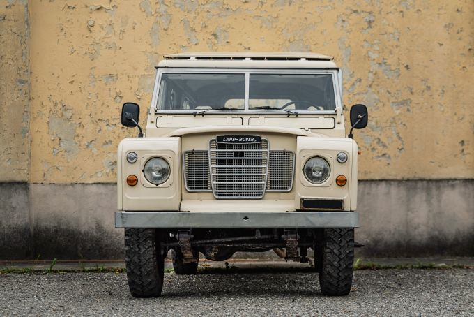 land-rover-109-sw-series-3--3.jpg